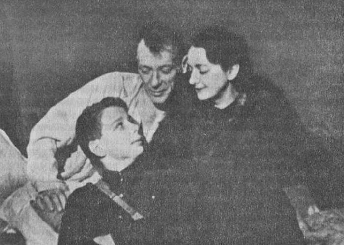 Михаил и Елена Булгаковы с сыном Елены - Сергеем. / Фото: e-reading.by