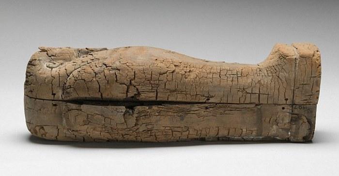 Египетский гроб длиной 44 см.