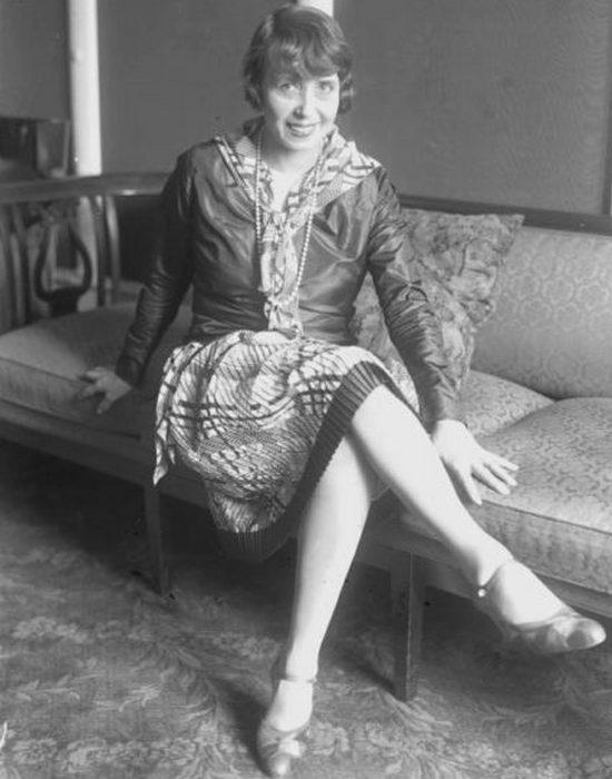 Французская актриса и певица Жанна-Флорентина Буржуа.