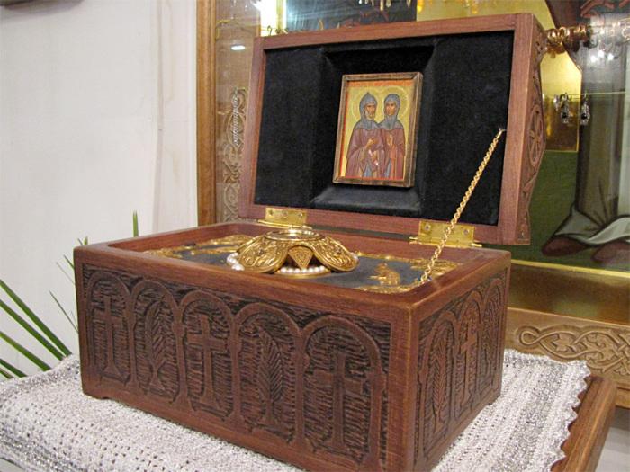 Мощи святых Пётра и Февронии.