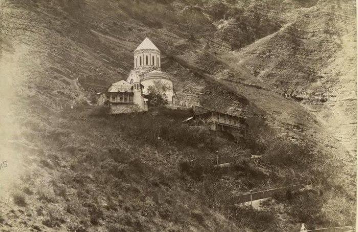 Монастырь на горе Мтацминда, где проходило венчание Иосифа и Като.
