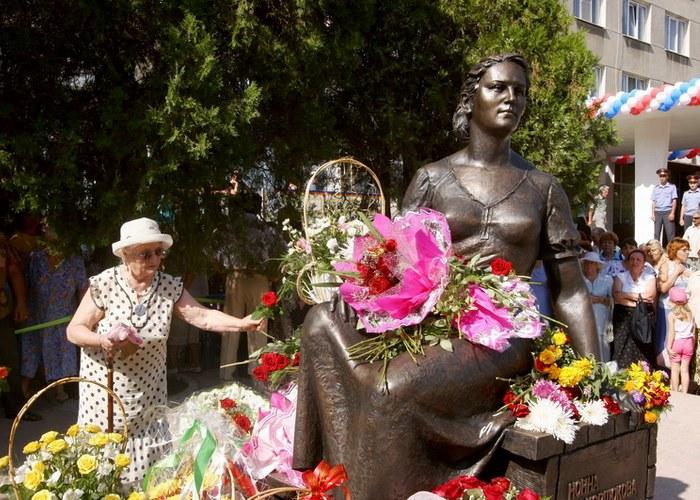 Нонна Мордюкова, памятник в Ейске. / Фото: yeiskraion.ru