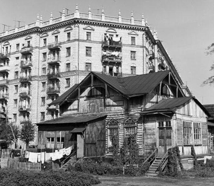 Угол 2-й Песчаной и Чапаевского переулка.