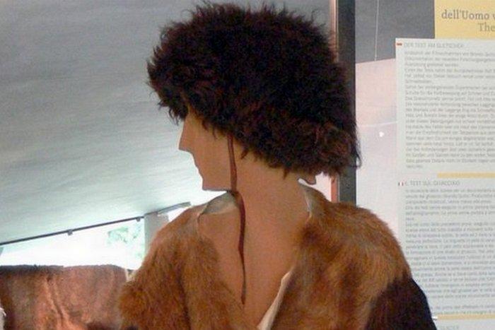 Куртка и брюки Эци из трех слоев кожи.