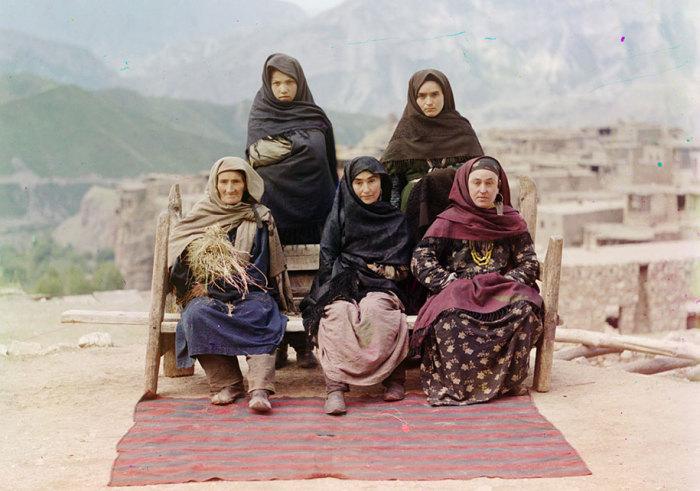 Дагестанские женщины в традиционной одежде.