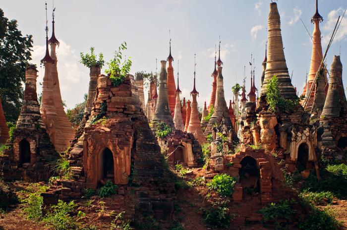 Затерянная храмовая деревня в джунглях Мьянмы.
