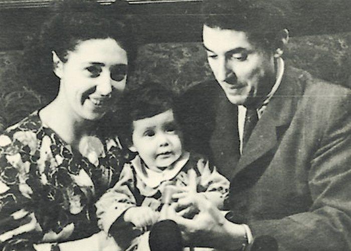 Наталья Бонк с родителями./ Фото: aiks-ekb.ru