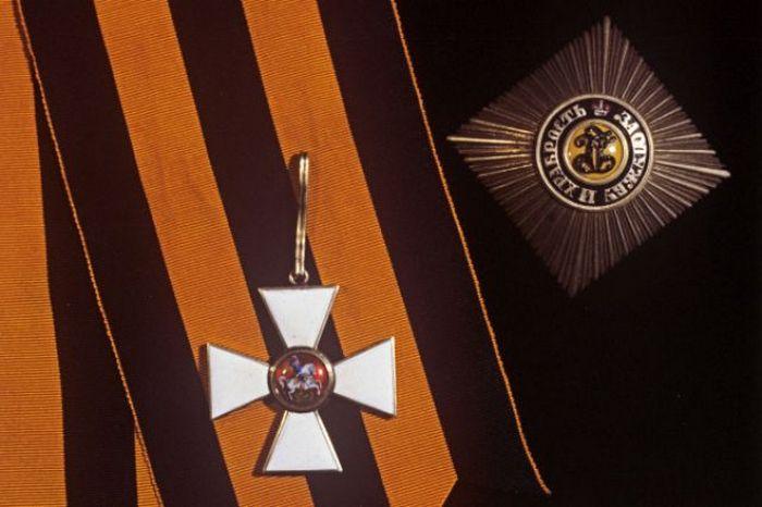 Звезда и знак (крест) ордена Святого Георгия I степени.