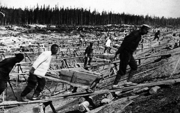 Рабочие на строительстве канала Москва - Волга.