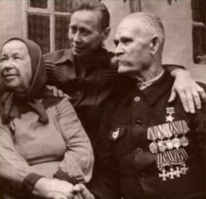Константин Недорубов с родными.