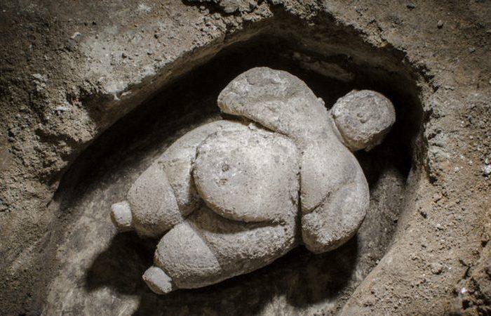 Женская статуэтка, найденная в Чатал-Хююк./фото: hyperallergic.com