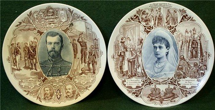 Два фарфоровых блюда, исполненных к визиту в Париж в 1896 году.
