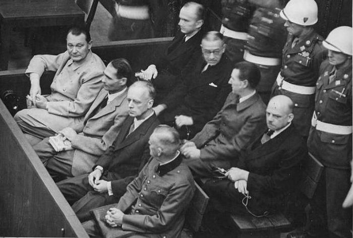 Скамья подсудимых на Нюрнбергском процессе.