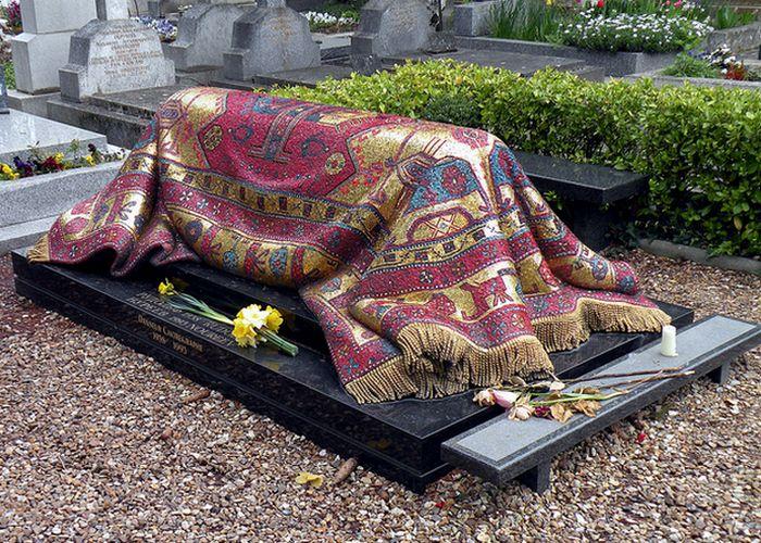 Надгробье Рудольфа Нуреева. / Фото: gadgetsis.com