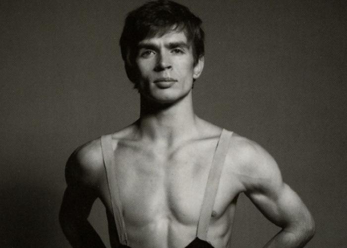 Он часто появлялся на сцене с обнажённым торсом. / Фото: forums.realax.ru