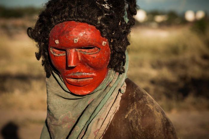Ньяу Малия (или Мария) — маска, изображающая дух женского рода, который чева обычно ассоциируют с женой старейшины деревни. В последние несколько десятилетий христианские миссионеры, проповедуя свою религию местному населению, используют этот образ как аналогию с Девой Марией.