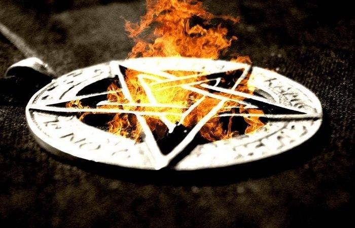 10 известных личностей, которые были фанатично увлечены оккультизмом