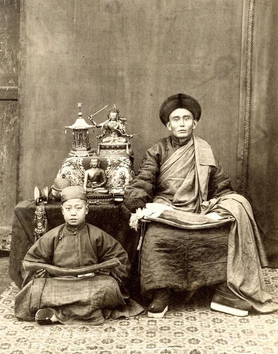 Тибетский буддийский монах и его ученик.
