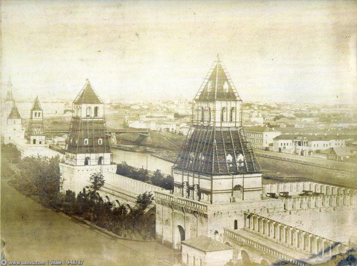 Московский Кремль Башни украшены к коронации Александра Второго.
