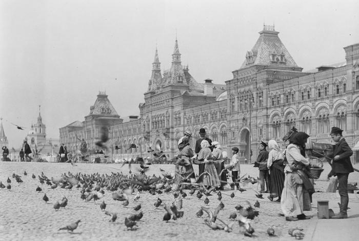 На улицах дореволюционной Москвы.