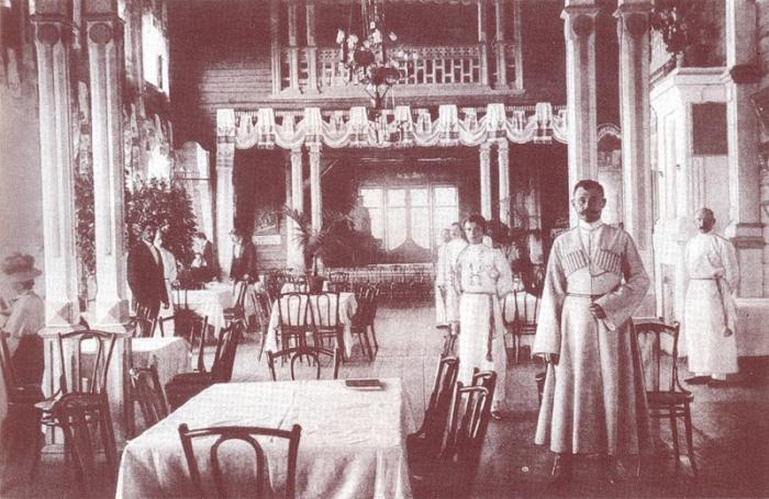 Ресторан в Москве начала века.