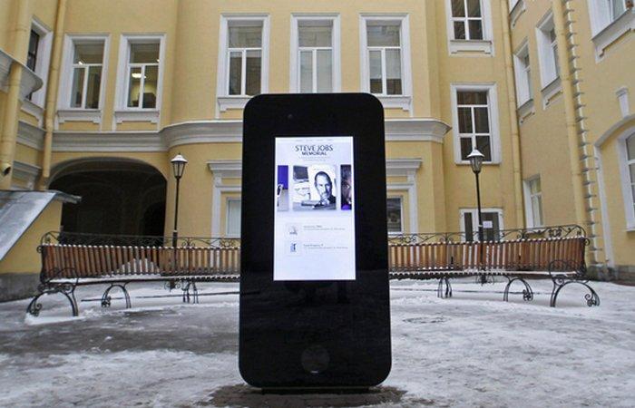 Памятник Стиву Джобсу.   Фото peterburg.ru
