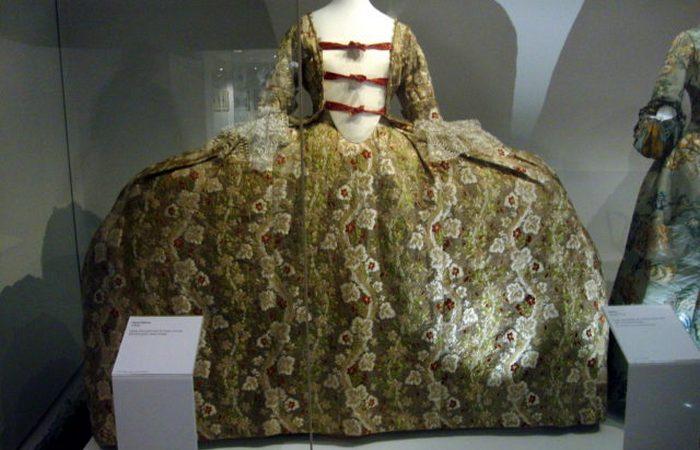 Английское придворное платье.