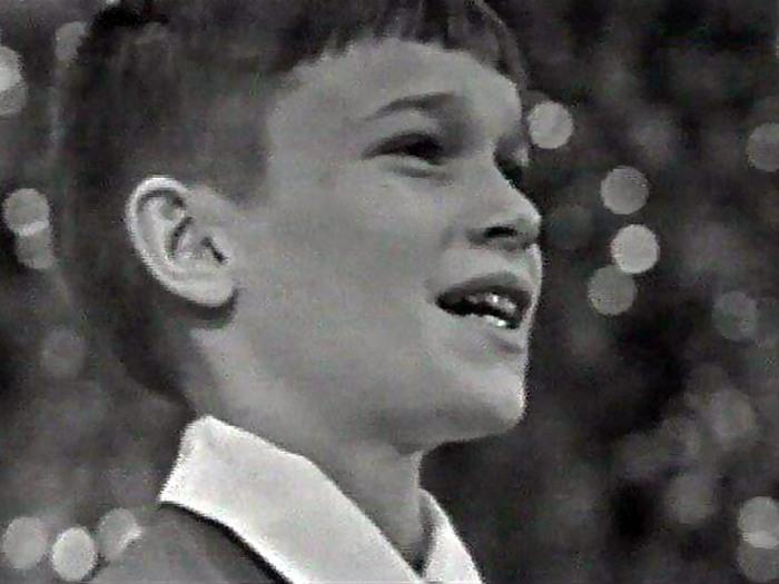 Серёжа Парамонов - самый известный исполнитель песенки Крокодила Гены.