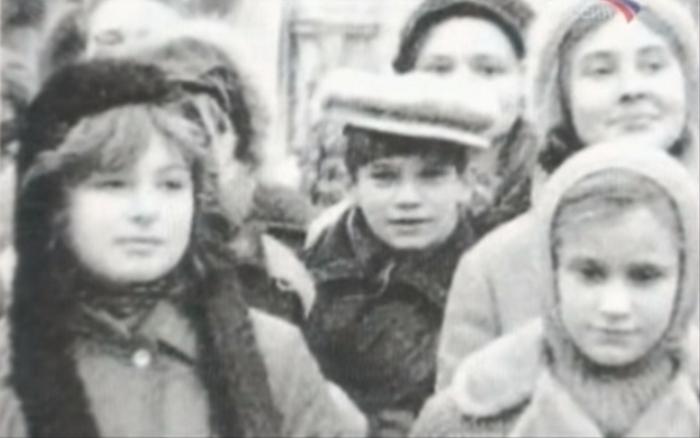 Сергей Парамонов с участниками хора на гастролях.