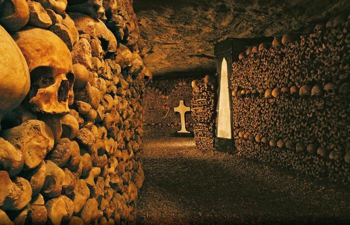 В катакомбах веками хранятся груды человеческих костей. Фото:buhaberler.com