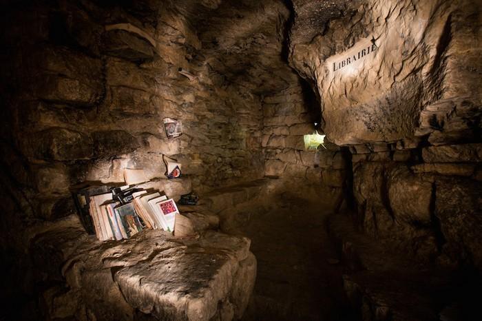 Под мостовой, на глубине 35 метров. Фото:messynessychic.com