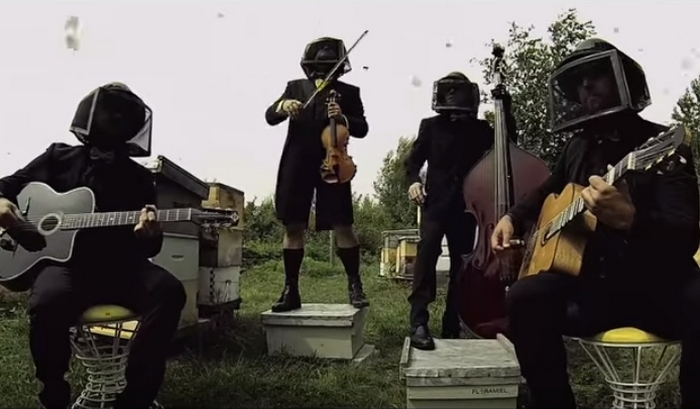 «Полёт шмеля» Римского-Корсакова в исполнении цыганского джаз-банда «The Lost Fingers».