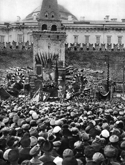 1 мая 1919. Ленин на трибуне. Москва.