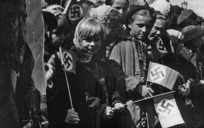 Первомайские праздники в оккупированном Минске.