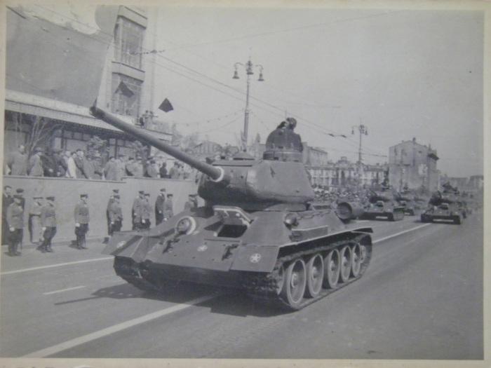 Военный парад на Крещатике, 1 мая 1945 года.
