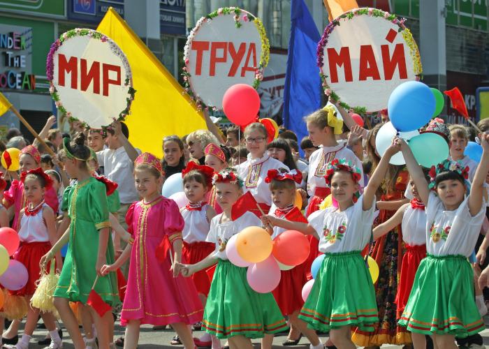 Дети в колоне демонстрантов. Москва.