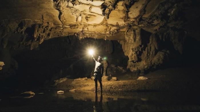 В подземном тоннеле под пирамидой Луны.