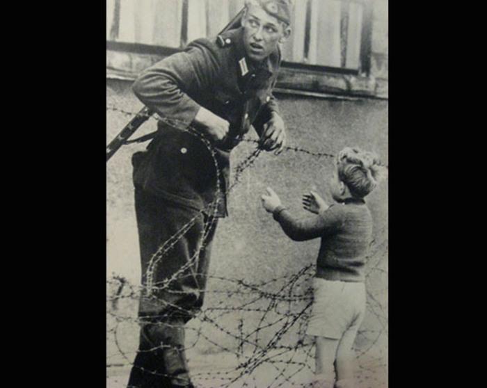 Спасение из-за Берлинской стены.