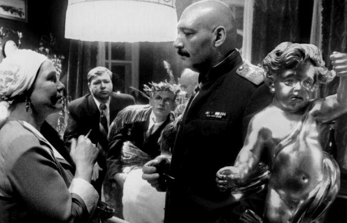 Кадр из фильма «Хрусталев, машину!»./фото: kinozon.tv
