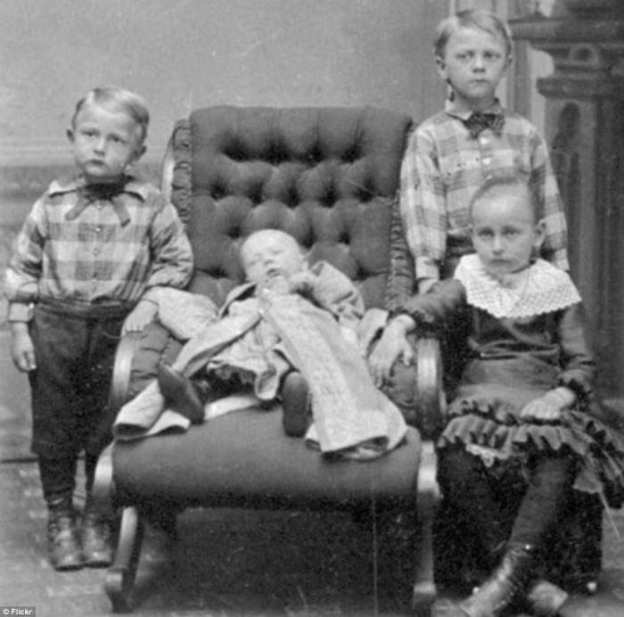 старинные фото мертвых людей