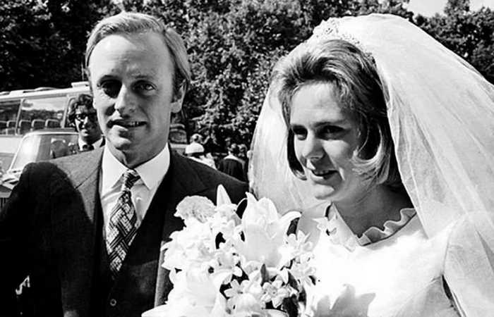 Эндрю и Камилла Паркер-Боулз в день бракосочетания. / Фото: e-reading.club