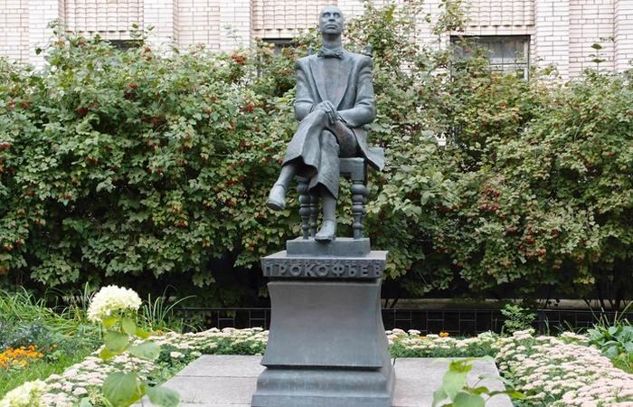Памятник Прокофьеву./фото:novodevichiynecropol.narod.ru