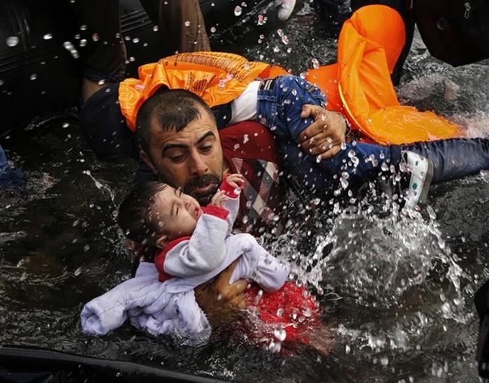 Проблема беженцев в кадре фотографов.