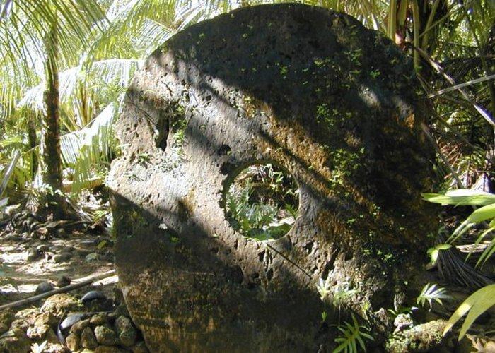 Большой камень Раи в селе Гачпар.