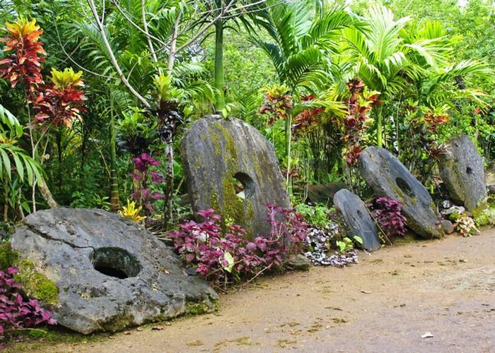 Камни Раи являются национальным символом островов Яп.