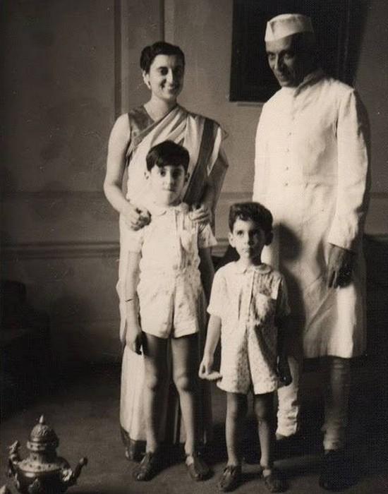 Раджи Ганди с родителями и младшим братом. / Фото: mykidsite.com