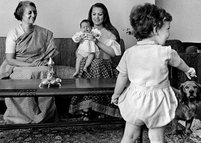 Соня Ганди со свекровью и детьми./ Фото: picstopin.com
