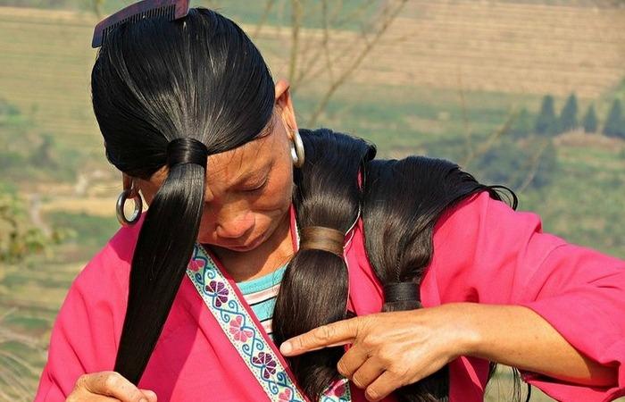 Сложная прическа отображает социальный статус женщины.