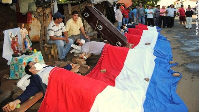 Протестующие парагвайские водители.
