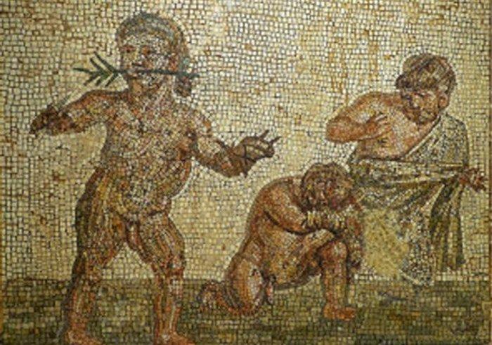 Карлики на арене Колизея.